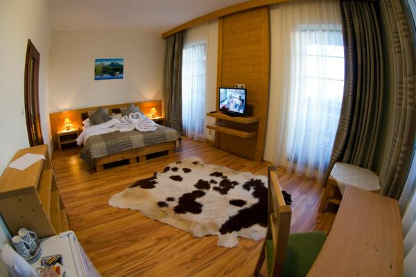 Vila-Mlynica-Trojlôžová-izba-s-balkónom-Deluxe-5