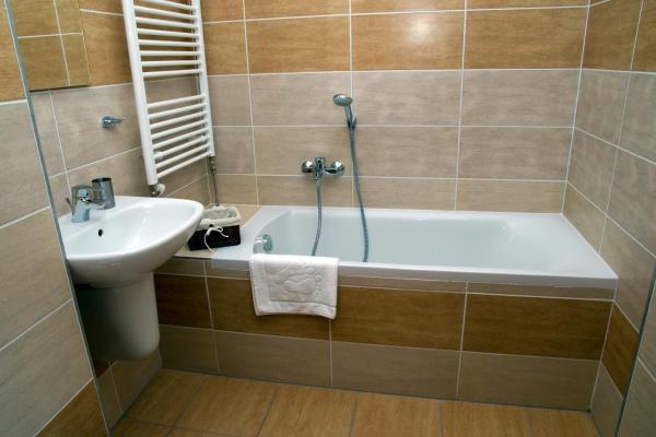 Vila-Mlynica-Trojlôžková-izba-s-balkónom-Standard-1